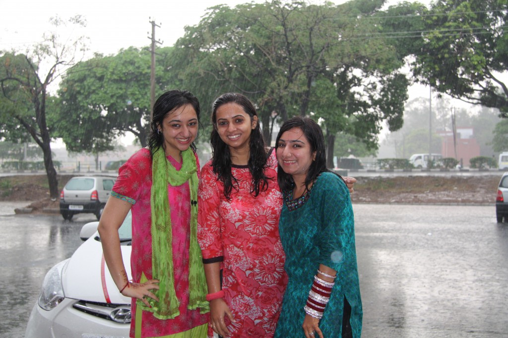 Cueblocks Team Enjoying Rain